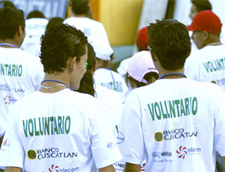 "Volunteers in white T-shirts that read ""Voluntario"""